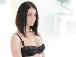 Raven haired babe Amanda Lane taking a BBC