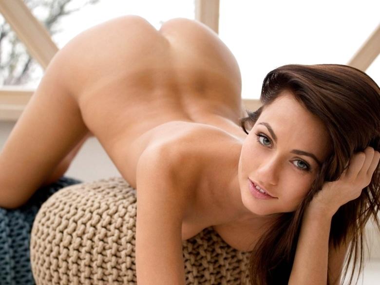 Gorgeous european babe Michaela Isizzu stripteasing