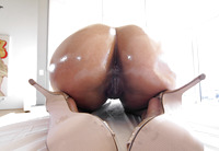 Juicy black babe Marie Washington getting oil massage #04