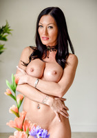 Starri is a dark haired milf showing off her body #12