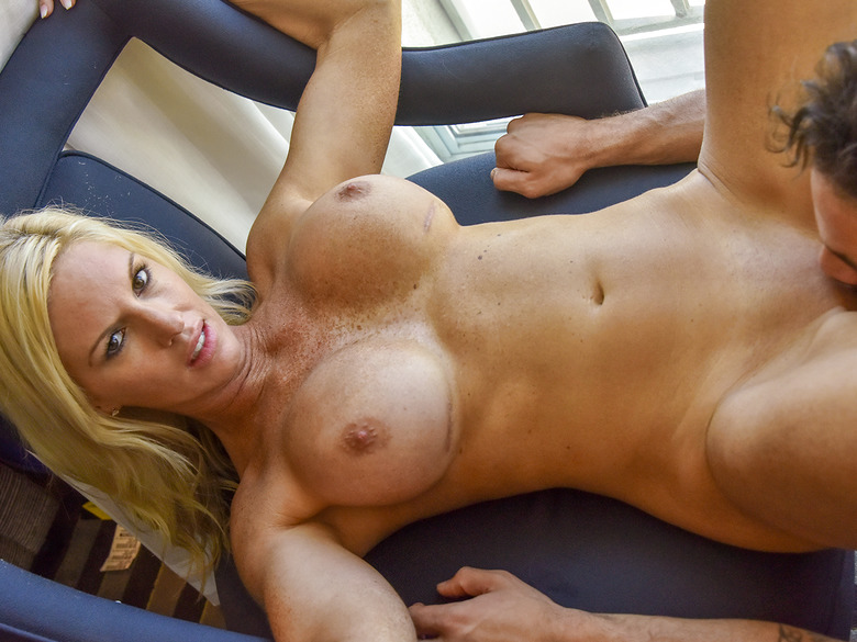 Jewel shows the goods While Hubby Watches