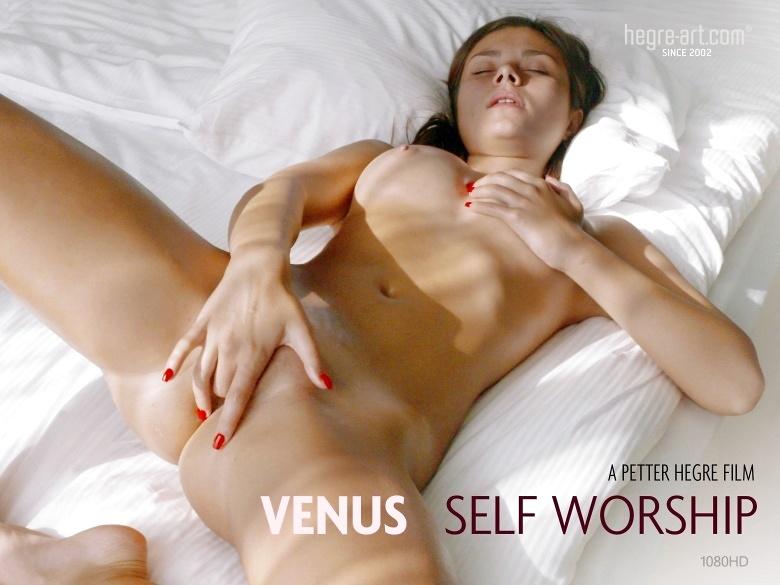 Unbelievably hot babe Venus melting ice on her hot body