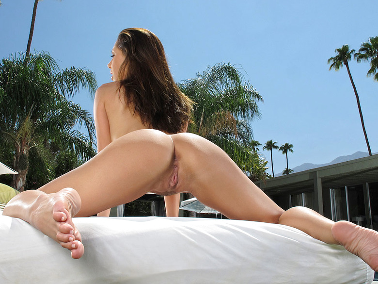 Jenna Sativa showing off her bangin' ass for In The Crack