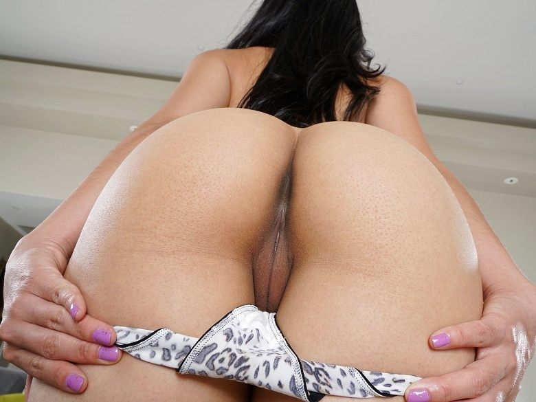 Asian babe Cindy Starfall toying her closeup shaved pussy
