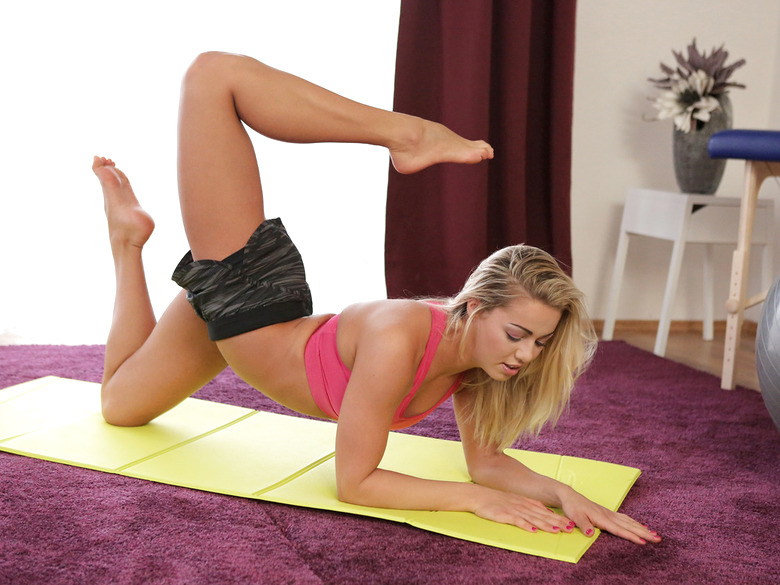 Blonde athlete Christen Courtney gets fucked after yoga