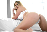Busty babe Brooke Wylde gets her double D
