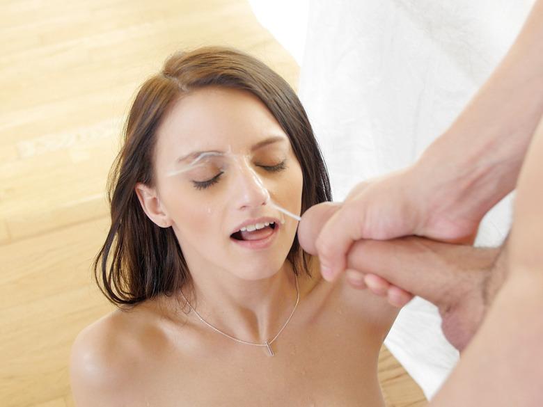 Skinny slut Farrah Valentine getting her face jizzed