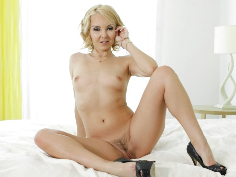 Mature blonde babe Aaliyah Love in morning romp