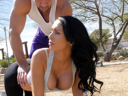 Fit milf Jackie Wood seducing her athletic trainer