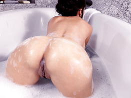 Catalina Cruz gets wet and wild for anal sex live June 20, 2017
